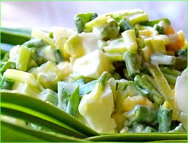 Салат из черемши со сметаной