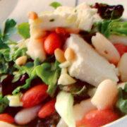 Салат с нектаринами и сыром Моцарелла