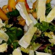 Салат с сыром, мятой и персиком